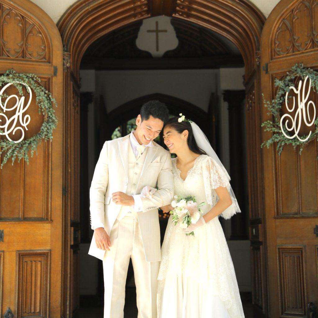 夏の日差しできらきらと輝く緑に包まれ感動的な結婚式ができる季節です。<br /> 最高のロケーションの中で家族で思い出に残る特別な結婚式が叶います。<br />