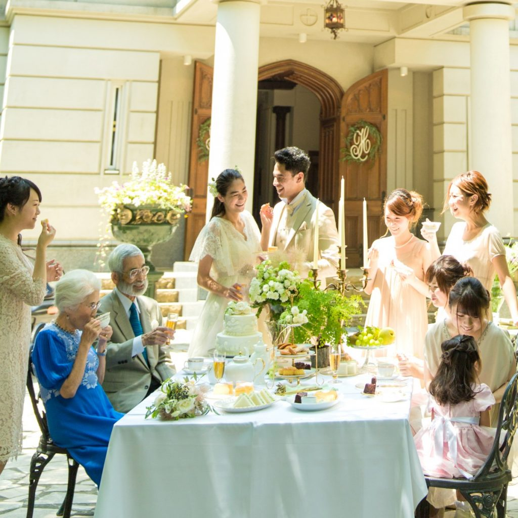 好評につき、実施期間を延長致します。<br /> <br /> 2018年4月までに少人数での挙式&パーティを実施の方へ<br /> 大切な家族との想い出を作りたい…<br /> 準備はシンプルに結婚式はしっかりやりたい方におすすめのプラン