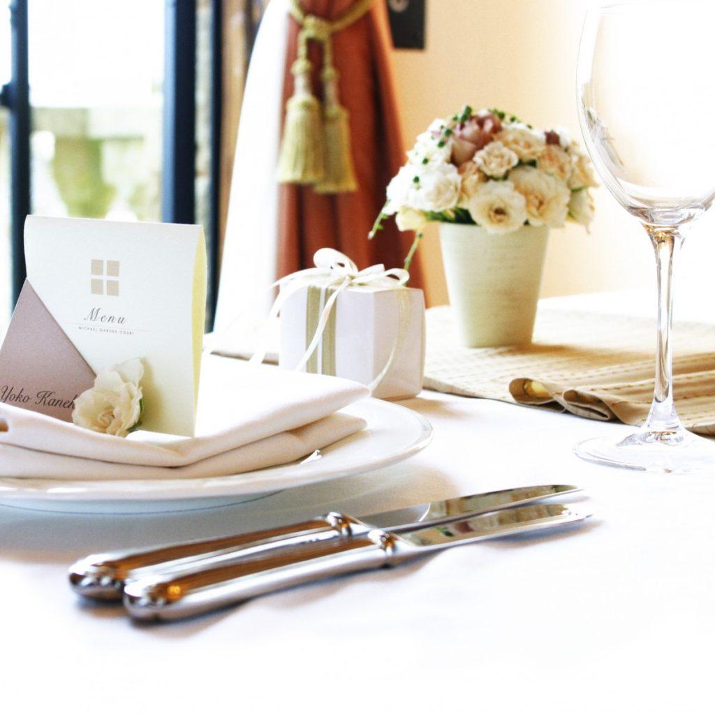 両家の結びつきをお祝いする儀式である『ご結納式』と<br /> お顔合せ会食会がセットになったプランです。<br /> <br /> ご会食会では、イタリアンフルコースをお楽しみ頂き<br /> 堅苦しくないアットホームな雰囲気でご両家の顔合わせが叶います。<br />