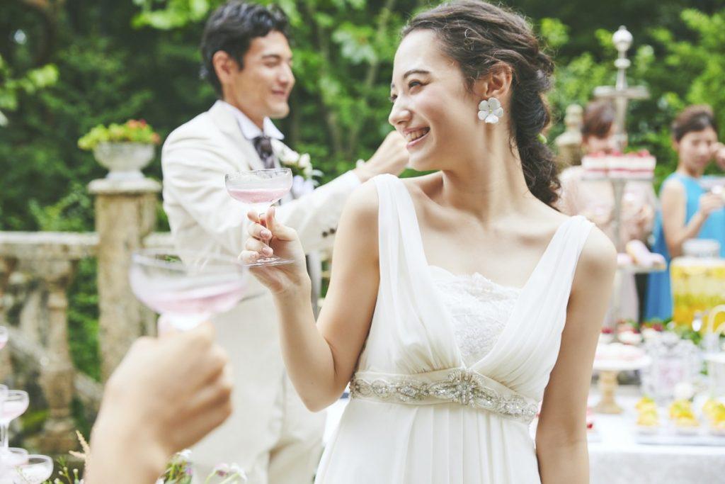 【安心&安全おもてなし重視のおふたりへおすすめ】<br /> 那須高原の大自然とマナーハウスを貸切気分で結婚式が叶うから<br /> 安心&安全を重視したおもてなし婚をご検討のおふたりには平日ウエディングがおすすめ!<br /> 笑顔と感動に包まれる温かい時間をお過ごしください。